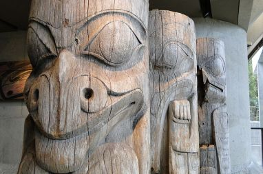 Totem_Figures_-_Museum_of_Anthropology_UBC_-_Vancouver_BC_-_Canada